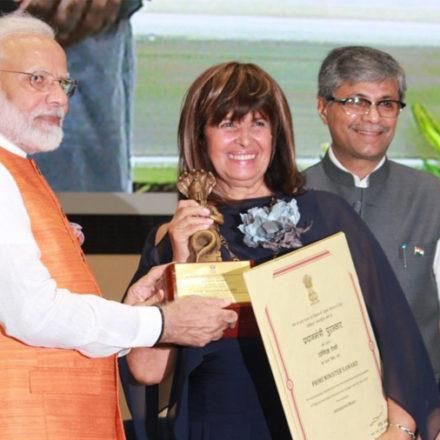 Il Primo Ministro Indiano Narendra Modi premia Antonietta Rozzi